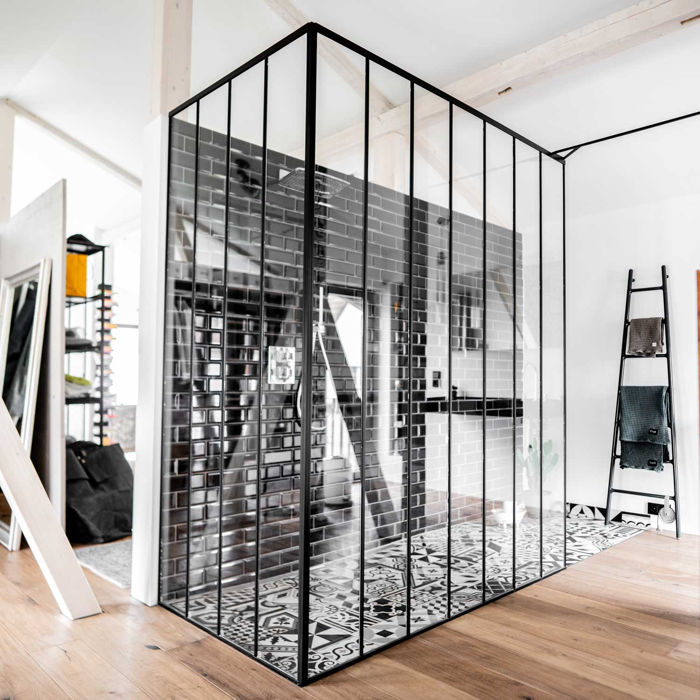 Industrial Interior - Türen und Stahltreppe
